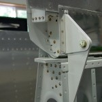 Right flap inboard attach point